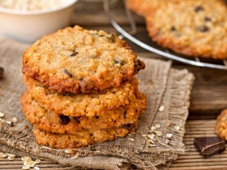 Лесни овесени бисквити със сушени плодове и ядково мляко - снимка на рецептата